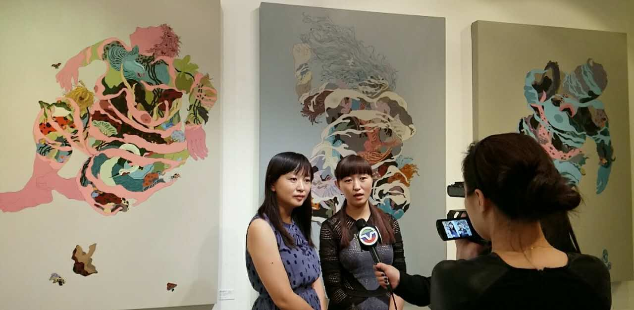 "Alumna Leilei and Beibei Chen speak to Chinese news media about their ""Gaia"" series"
