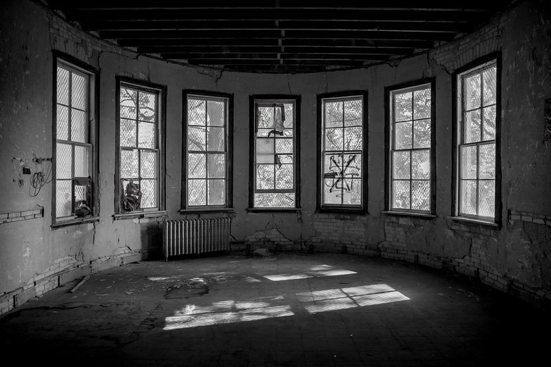 empty room inside an abandoned building